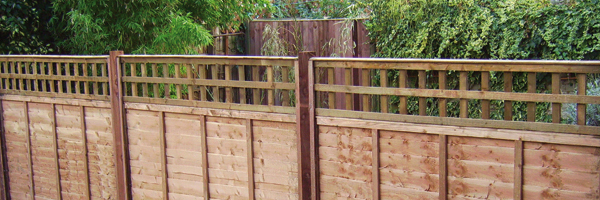 Wooden trellis fences. Wooden paling fence. Fencing contractors Auckland.