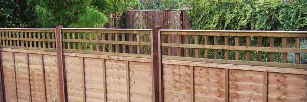 Wooden trellis fences. Wooden paling fence. Fencing contractors Auckland.