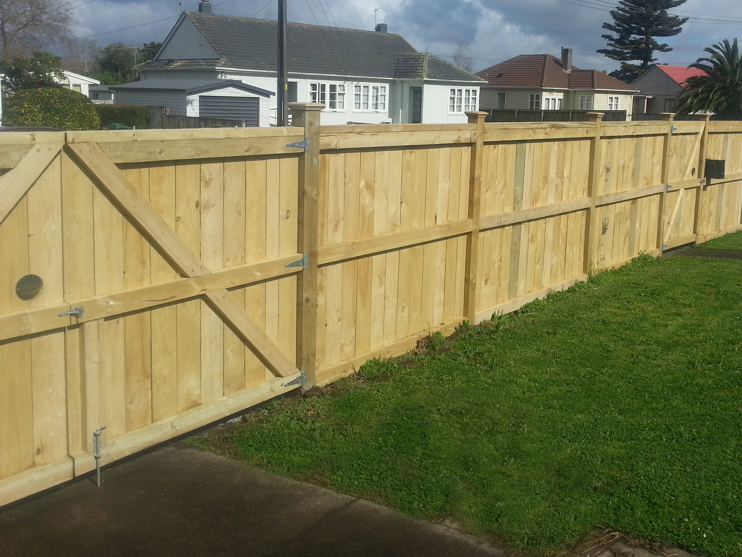 Southern Alps wooden fence with driveway & pedestrian gate