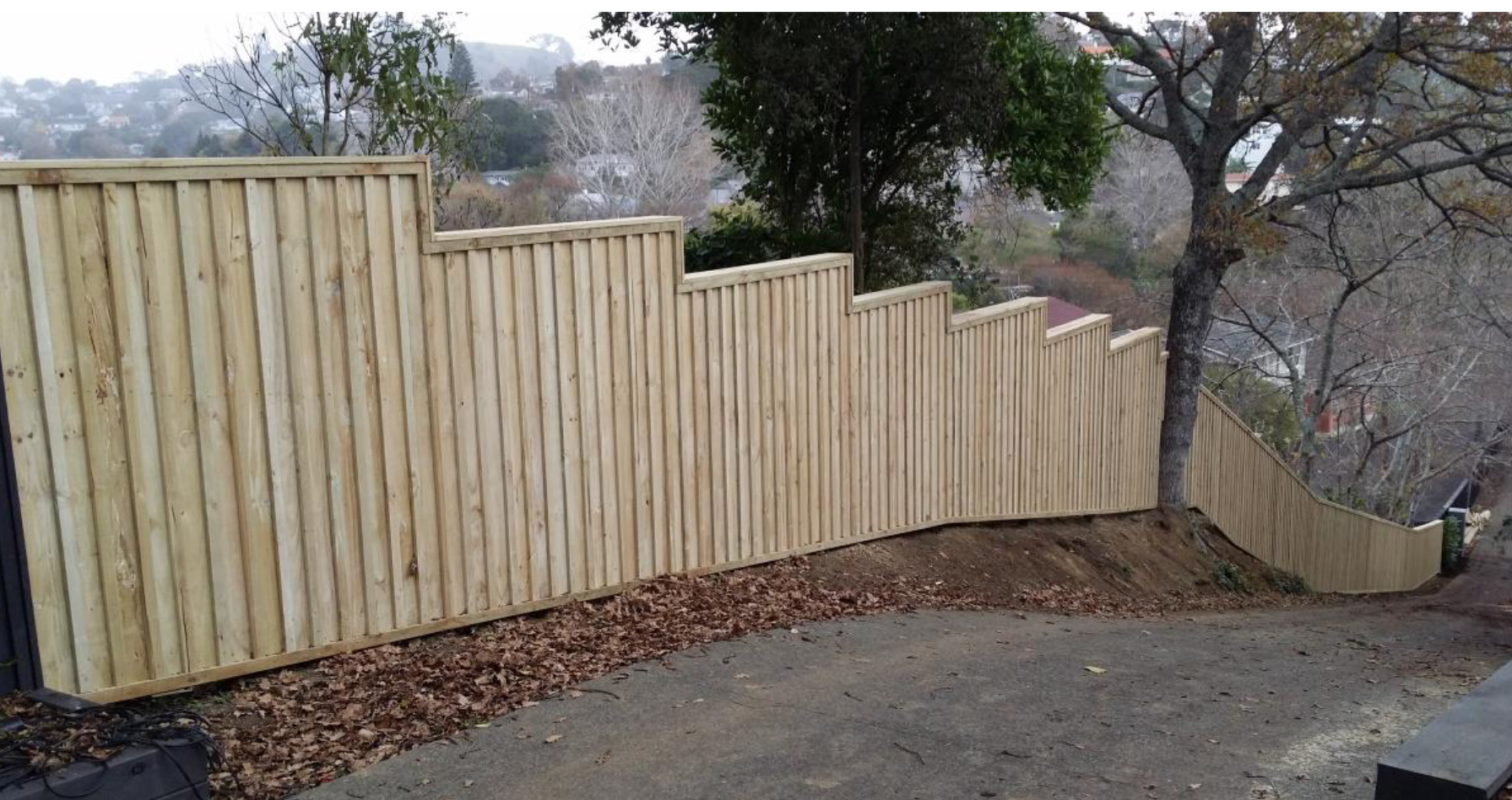 Pailing Fence Stepped